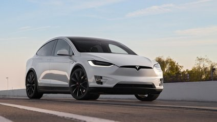 Tesla Model X замінить старенький фургон - фото 1