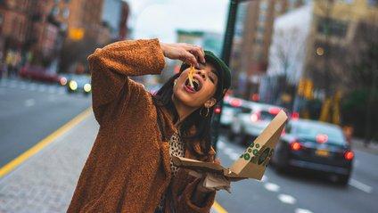 Спосіб споживання їжі впливає на її смак: цікаве дослідження - фото 1