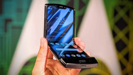 Motorola RAZR (2019) надзвичайно складно розбирати - фото 1