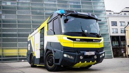 У мережі показали перший пожежний електрокар: ефектні фото - фото 1