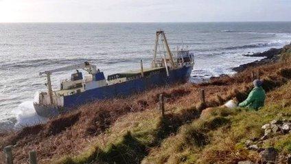 Біля берегів Ірландії з'явився корабель-привид: фотофакт - фото 1