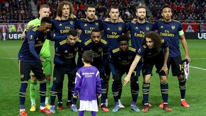 Хлопчик випадково потрапив на командне фото Арсеналу - фото 1