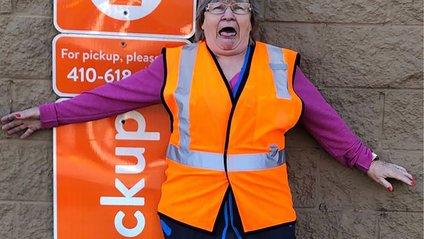 Ця жінка розвеселить вас своїми кумедними фото - фото 1