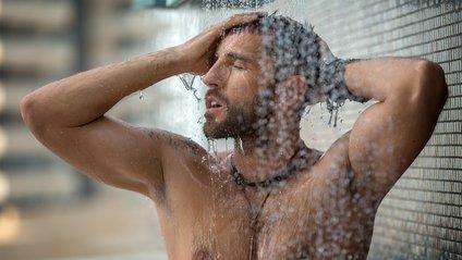 При деяких захворюваннях гарячий душ протипоказаний - фото 1