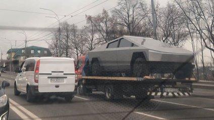 Tesla Cybertruck у Києві - фото 1