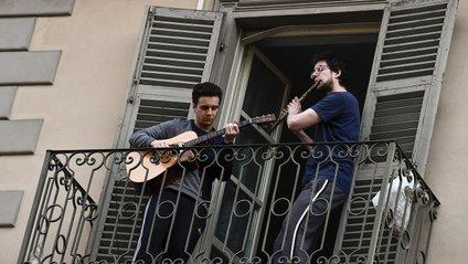 Італійці не падають духом під час карантину - фото 1