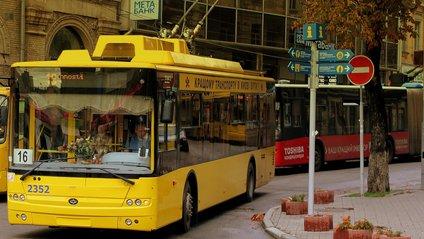 У Києві зупиняють увесь громадський транспорт: для кого залишать перевезення - фото 1