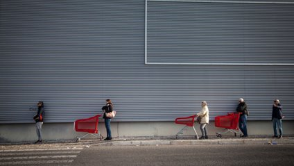 Журналісти створили архів знімків про життя під час пандемії - фото 1