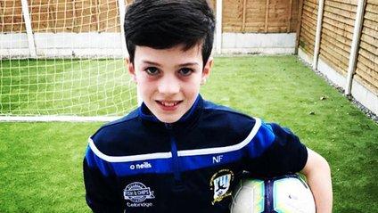 Як юний воротар тренується в умовах карантину: зірки футболу оцінили - фото 1