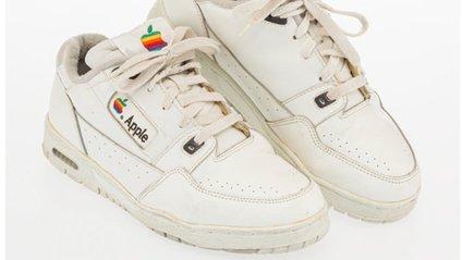 Старі кросівки співробітника Apple продали за чималу суму - фото 1