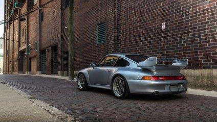 За потужний Porsche хочуть отримати мільйон доларів - фото 1