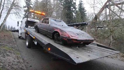 Рідкісні авто знайшли на дні річки у США - фото 1