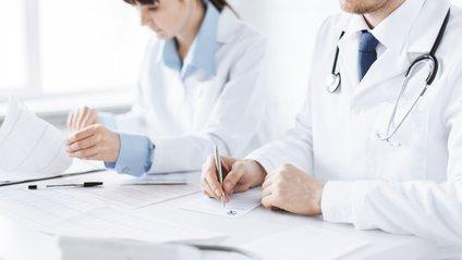 Найбільше у зоні ризику лікарів - фото 1