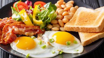На сніданок особливо корисно з'їдати сири - фото 1