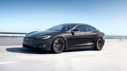 """Tesla Model S отримала функцію """"стійка гепарда"""" - фото 1"""
