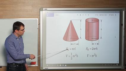 Дмитро Номіровський пояснює геометрію для учнів 11 класу - фото 1