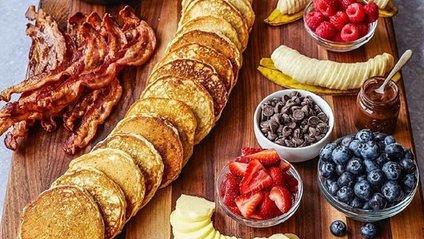 Дошка з панкейками: крута ідея для сніданку підкорила Instagram - фото 1