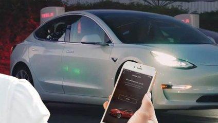 Власник Tesla замкнув викрадача всередині авто за допомогою смартфона - фото 1