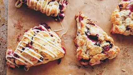 Королівський кондитер поділився простим рецептом улюбленого десерту Єлизавети II - фото 1
