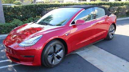 Tesla Model 3 у козові кабріолета - фото 1