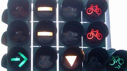 У Києві встановили унікальні світлофори для велосипедистів: фотофакт - фото 1