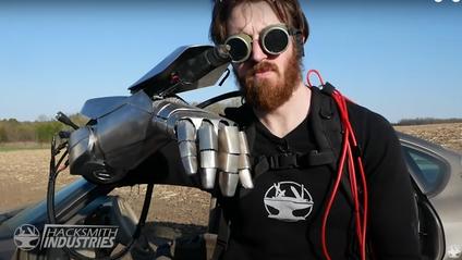 Лазерна рукавичка здатна розрізати метал - фото 1