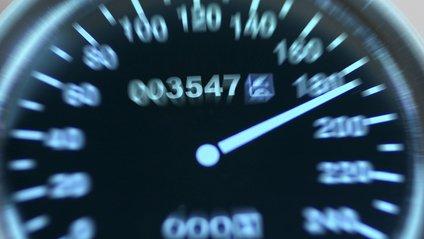 Дика швидкість: дорожні камери зафіксували антирекорд порушення швидкісного режиму - фото 1