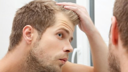 Учені знайшли спосіб повернути колір сивому волоссю - фото 1