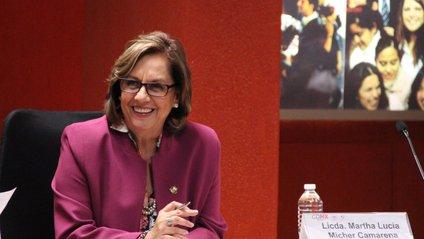Сенаторка показала груди і поставила хейтерів на місце - фото 1