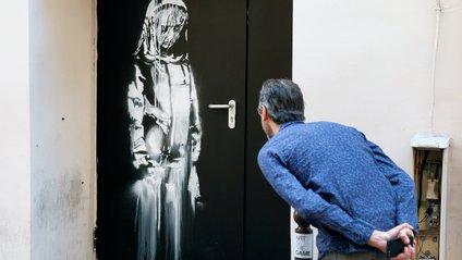 Двері Бенксі викрали у 2019 році - фото 1