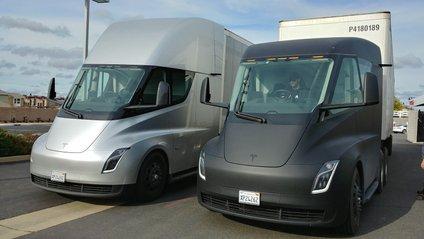 Електровантажівка Tesla Semi - фото 1