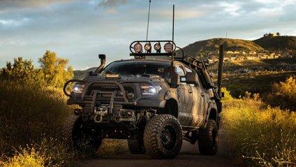 Toyota Tundra готова до зомбі-апокаліпсису - фото 1