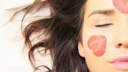 Як доглядати за шкірою обличчя влітку - фото 1