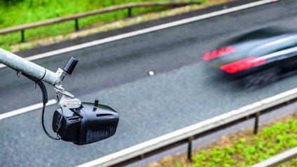 Водійку Ford оштрафували за швидкість у 703 км/год - фото 1
