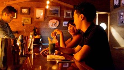 Влада Токіо частково компенсує збитки за закриті бари - фото 1