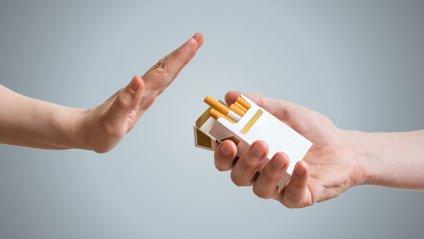 Коронавірус посприяв скороченню кількості курців у Британії - фото 1