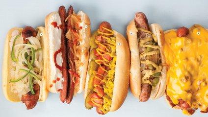 Учені підрахували, скільки хот-догів може з'їсти людина за 10 хвилин - фото 1