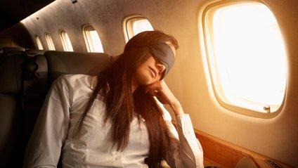 Ці поради допоможуть заснути під час польоту - фото 1