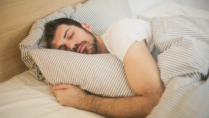 А в якій позі зазвичай спите ви? - фото 1