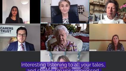 У мережі з'явилося відео, як принцеса Анна вчила 94-річну Єлизавету II спілкуватися в Zoom - фото 1