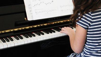 Як музика впливає на розумові здібності дітей - фото 1