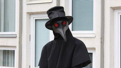 Дихати у масці чумного лікаря просто неможливо - фото 1