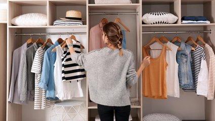 Ці секрети допоможуть освіжити одяг без прання - фото 1