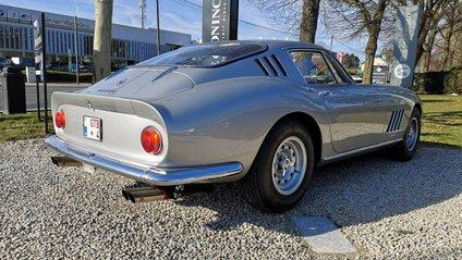 Загалом випустили 330 екземплярів Ferrari 275 GTB/4 - фото 1