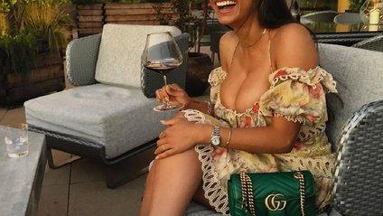 Міа Халіфа продає свої окуляри з порнороликів - фото 1