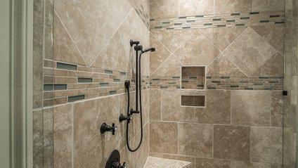 Дорогий готель шокував душовою - фото 1