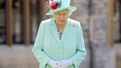 Єлизаветі ІІ заборонено їсти руками - фото 1