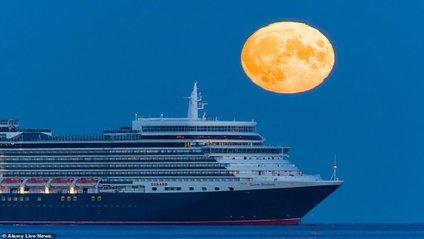 Незвичайний місяць - фото 1