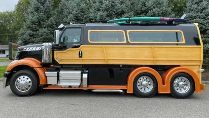 Вантажівка отримала оздоблення інтер'єру й екстер'єру з дерева - фото 1