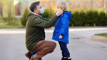 Як носити маску з тканини школярам - фото 1